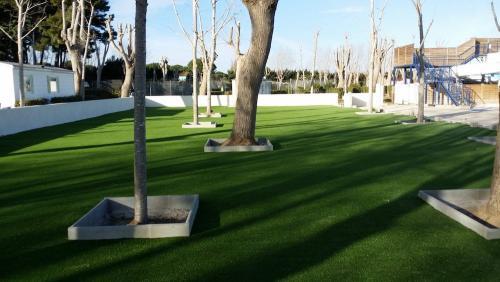 pelouse-synthetique-jardin-prive-66